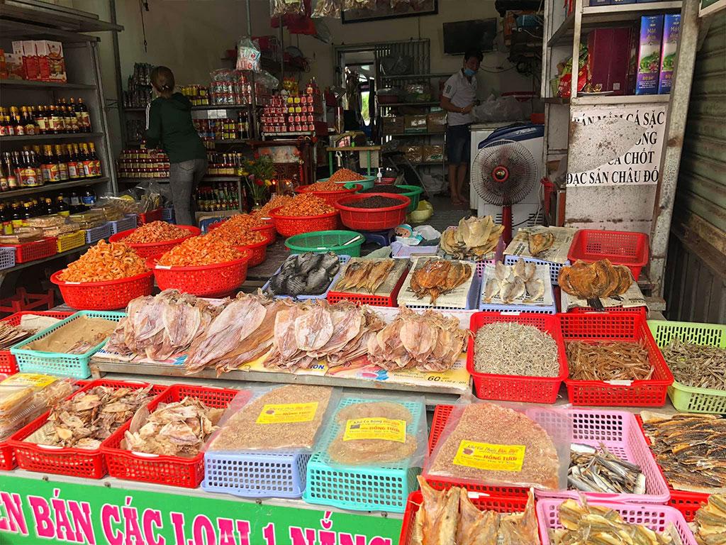 Chợ Dương Đông Phú Quốc Bán Gì? Kinh Nghiệm Khi Mua Đồ