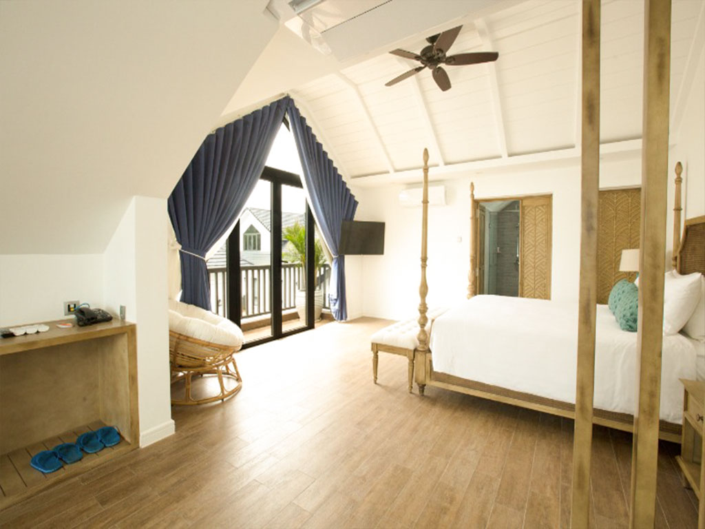 Phòng triple Suite Hướng Vườn