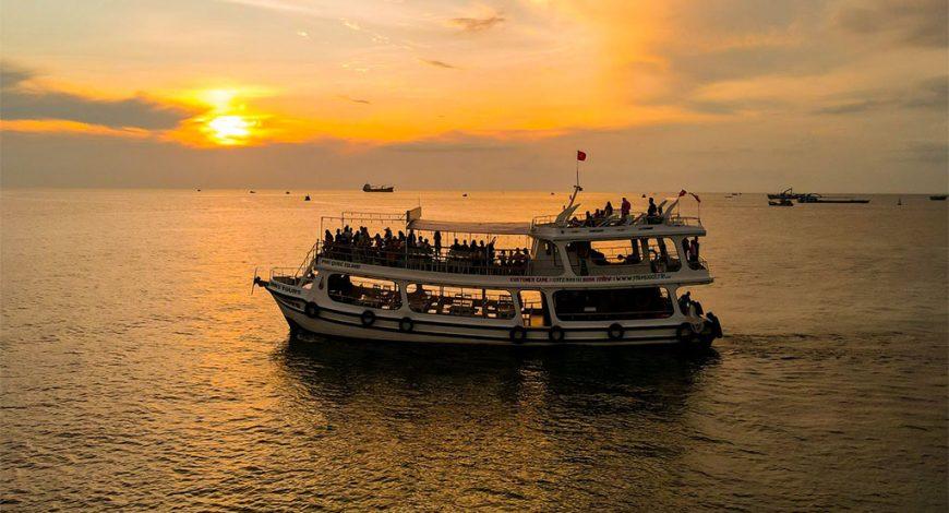 Tour Câu Mực Đêm Phú Quốc Và Ngắm Hoàng Hôn Trên Biển